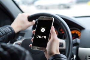 La relation liant la société UBER à son chauffeur VTC est un  contrat de travail